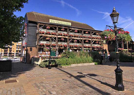 pub dickens St Katharine Docks